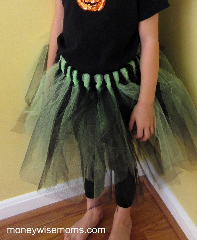How to make a No Sew Tulle Skirt - Tutu Tutorial