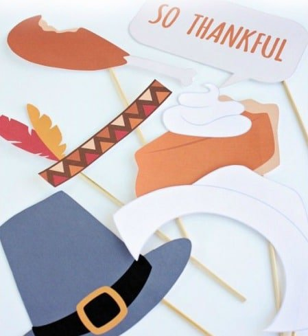 Simple Thanksgiving Activities | Thanksgiving Photo Booth Props via @datingdivas