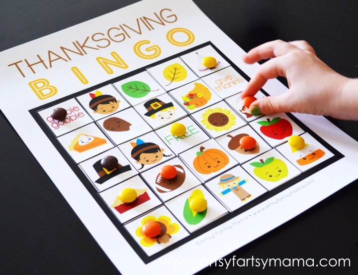 Simple Thanksgiving Activities | Thanksgiving Bingo DIY via @artsy_mama