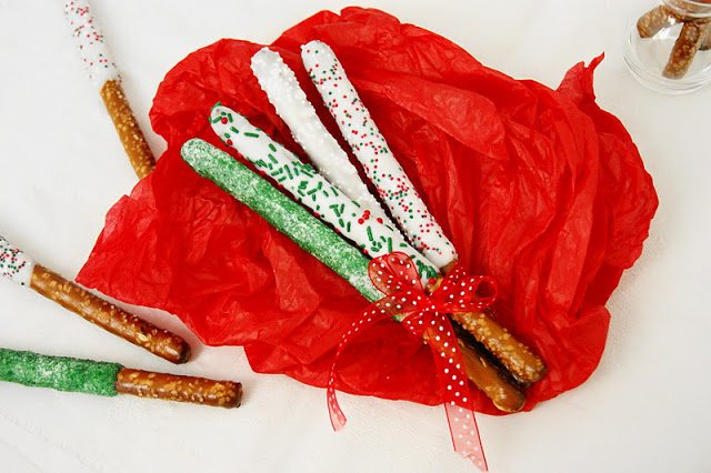 Gifts Kids Can Actually Make   White Chocolate Dipped Pretzel Rods via @kitchenplaygrnd