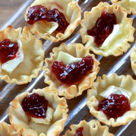 Raspberry Brie Bites from The Sweets Life | Easy Holiday Appetizers | MoneywiseMoms