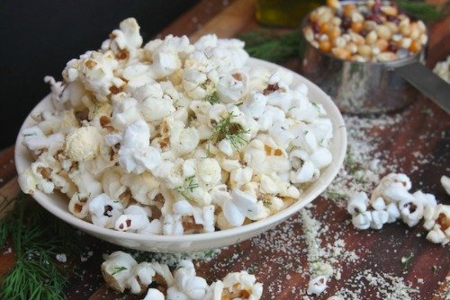 Sour Cream Onion Popcorn from Shutterbean | Savory Popcorn Recipes | frugal snacks made with #realfood | MoneywiseMoms