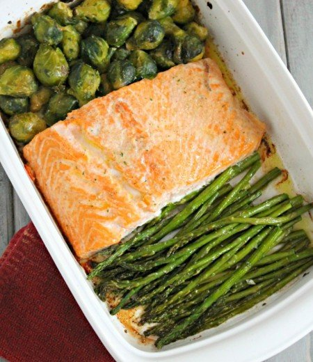 Easy Baked Salmon with Vegetables from Six Sisters' Stuff | Super Salmon Recipes