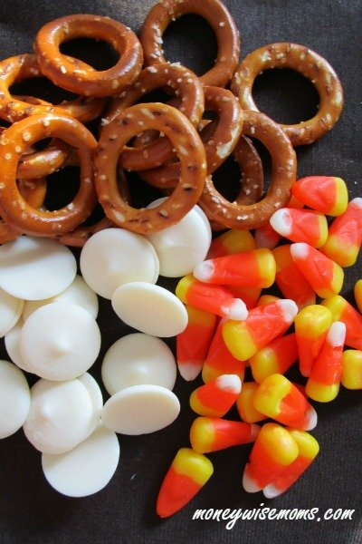 Easy Fall Pretzel Bites that take less than 10 minutes to make! Sweet & Salty treat perfect for Halloween parties and fall gatherings