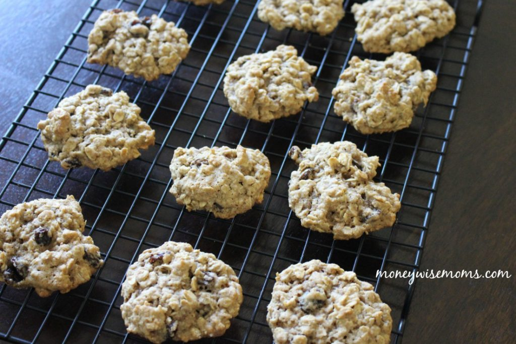 The most amazing chewy and spicy oatmeal cookies recipe