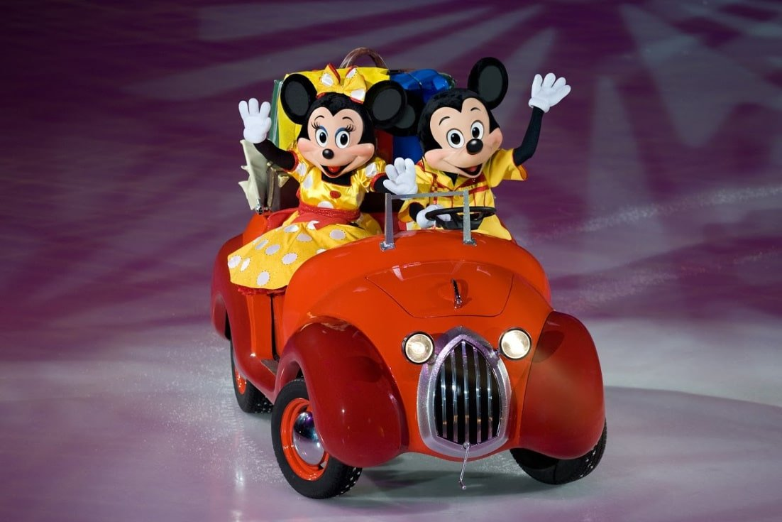 Disney on Ice presents Worlds of Enchantment Mickey Minnie