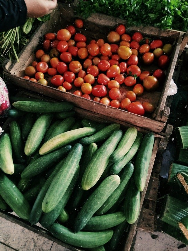 Cucumbers at the farmers market - tips for smart shopping