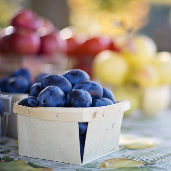 Fruit at the farmers market - how to shop smart
