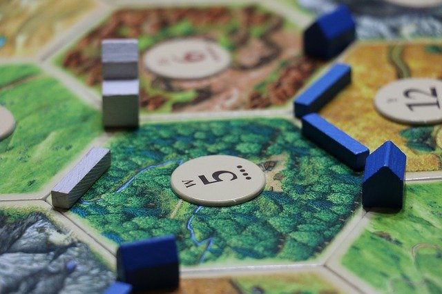 Play a board game - frugal date night