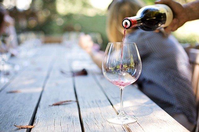 Frugal date night ideas - wine tasting