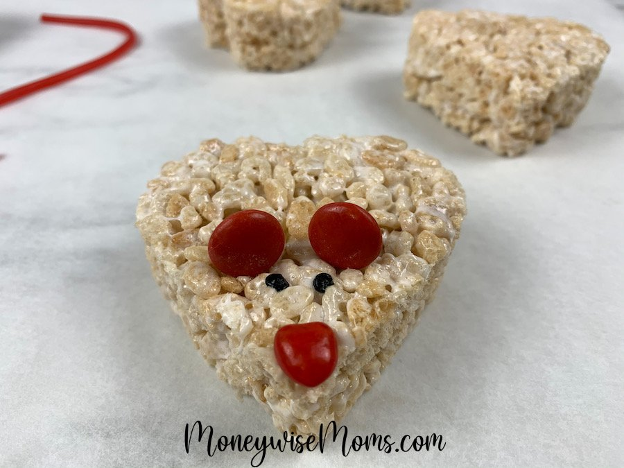 These adorable mice krispie treats for Valentine's Day are easy to make, super cute, and kids can easily help make them! Mice krispie treats are the perfect Valentine's Day treat to share!