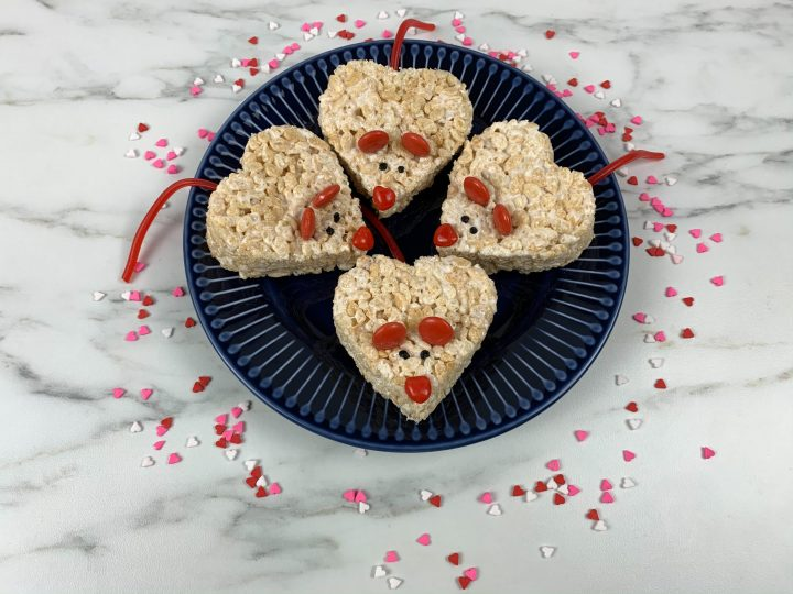 Featured image showing the finished mice krispie treats for valentine's day!