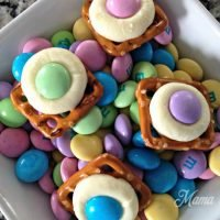 Easy M&M Pretzel Treats for Easter