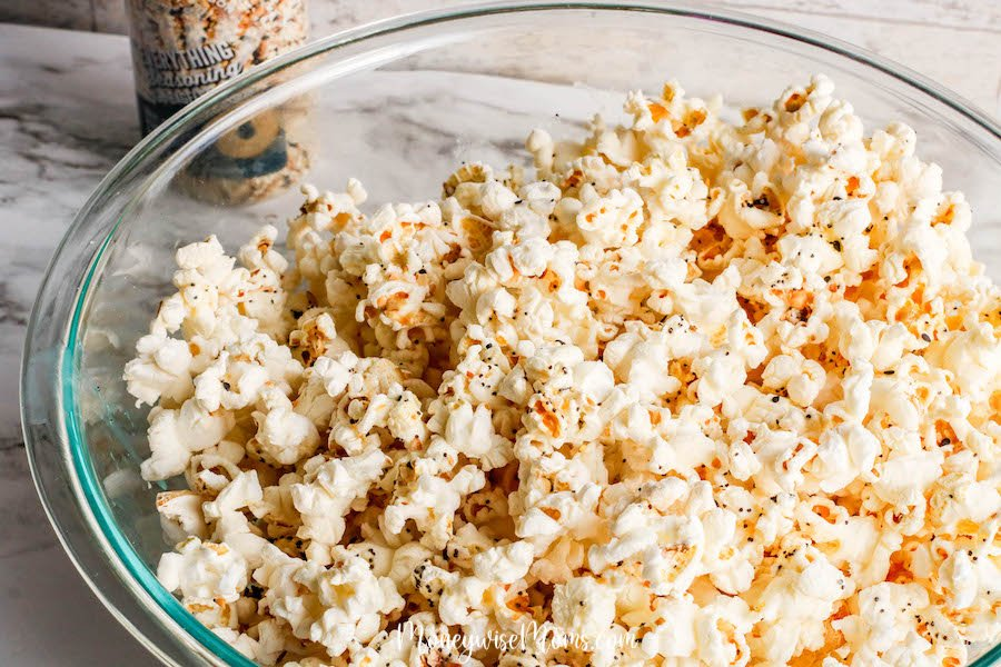 Everything bagel seasoning popcorn from MoneywiseMoms - savory popcorn recipe