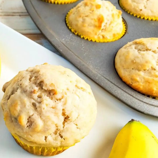 Easy and delicious banana walnut muffins