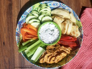 Featured image showing the finished everything bagel seasoning dip in the center of a veggie and cracker tray.