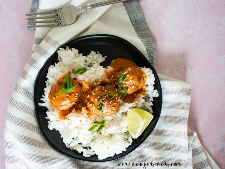Featured image showing the finished thai curry meatballs made with turkey.