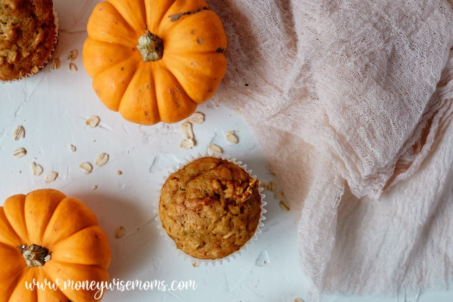 Featured image showing the finished pumpkin muffins with oatmeal.