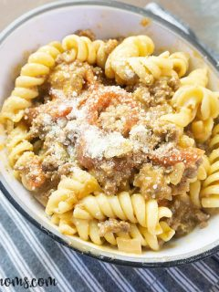 Featured image showing the finished ground beef pasta with creamy tomato sauce ready to eat.