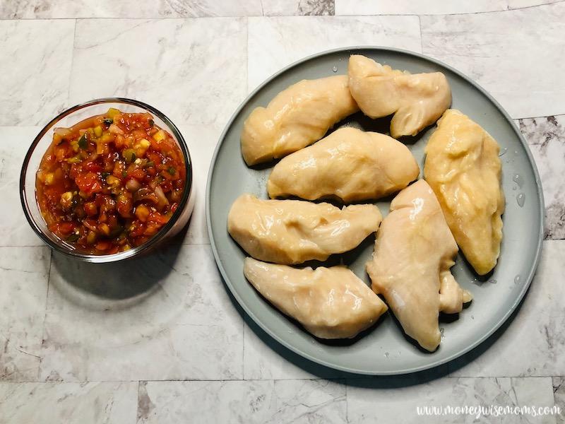 ingredients needed to make slow cooker salsa chicken.