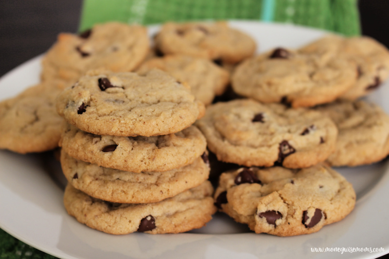 A close up view of the finished cookies ready to eat.