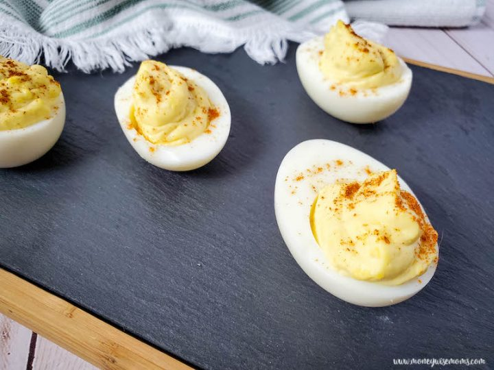 Featured image showing the finished easy deviled eggs recipe ready to eat.