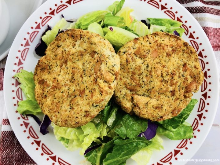 Featured image of the finished salmon patties ready to eat.